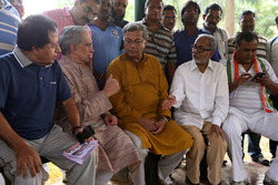 Thumb_girish_karnad_and_other_stars_campaign_for_me