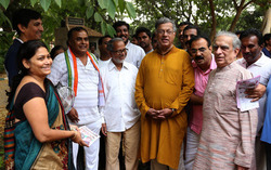 Thumb_girish_karnad_campaigns_for_me