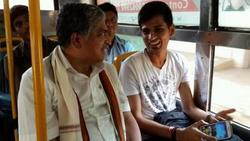 Thumb_with_vinay__a_software_professional__on_bus_day_april_4__2014
