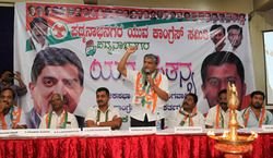 Thumb_at_the_padmanabhanagar_youth_congress_meeting